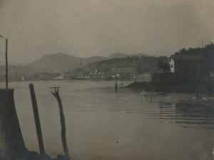 Bahía de Pasaia. En primer plano, Pasai San Pedro y al fondo, Pasai Antxo
