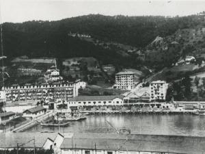 Puerto de Pasai San Pedro. Al fondo el palacio Andonaegi