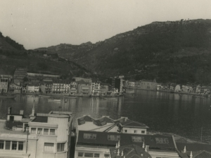 La bocana de Pasaia vista desde Buenavista. A la izquierda de la imagen Pasai San Pedro, y a la derecha, Pasai Donibane