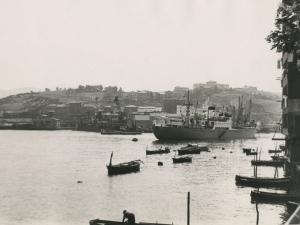 Vista del puerto realizada desde Pasai San Pedro. Al fondo, Pasai Antxo y Buenavista