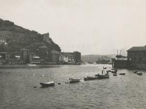 Vista de la entrada al puerto de Pasaia