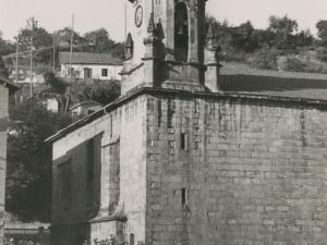 Vista sur-oeste de la iglesia San Pedro y su campanario