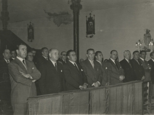 Algunos invitados al homenaje en un momento de la misa, dentro de la iglesia San Fermín