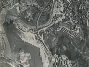 Fotografía aérea del puerto de Lezo, Errenteria y Pasai Donibane. Se ven los Astilleros Pasaia y MEIPI