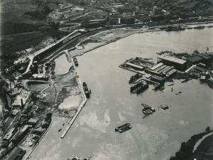 Fotografía aérea de Lezo, Errenteria y Pasai San Donibane tomada desde Pasai Antxo. Se ven los Astilleros Pasaia y MEIPI