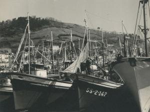 Embarcaciones en el puerto de Pasaia