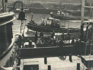 Arrantzale en el puerto de Pasaia