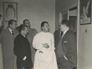 José María del Moral y otras autoridades visitando la consulta de la empresa Pysbe