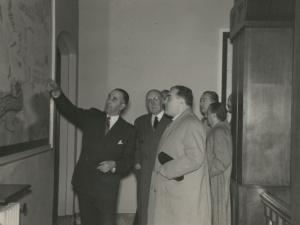 José María del Moral y otras autoridades visitando las instalaciones de la empresa Pysbe