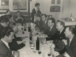 José María del Moral y otras autoridades comiendo tras la visita