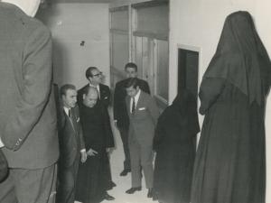 Autoridades visitando las instalaciones de la guardería