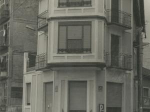 Viviendas de la calle Javier Marquina (hoy en día, bar Puerto y calle Eskalantegi)