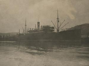 Embarcación en el puerto de Pasaia
