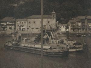 Barco dragadora Jaizkibel frente Pasai Donibane