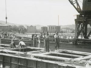 Operarios trabajando del puerto de Pasaia