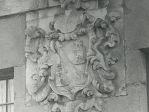 Escudo de la fachada de la casa Arizabalo, conocida como Del Almirante, en Pasai Donibane