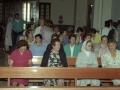 Asistentes a los actos religiosos con motivo del homenaje a dos monjas