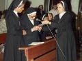 Actos de homenaje a dos monjas : al micrófono una de las religiosas homenajeadas