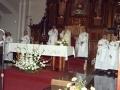 Clérigos oficiando los actos religiosos en homenaje a dos monjas