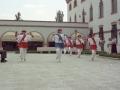 Actos en homenaje a dos religiosas : dantzaris bailando junto a la iglesia de las Hermanas Hospitalarias