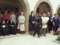 Actos en homenaje a dos monjas : las religiosas homenajeadas se encuentran sentadas bajo uno de los arcos de la iglesia de las Hermanas Hospitalarias. Entre los asistentes el alcalde Angel Iturbe