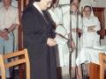 Religiosa leyendo durante los actos en homenaje a otras dos religiosas