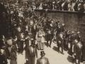Festejos celebrados con motivo de las Fiestas Euskaras y Patronales : autoridades y los Obispos de Vitoria y Pamplona, regresando a la Casa Consistorial, después de celebrar la procesión