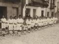 Festejos celebrados con motivo de las Fiestas Euskaras y Patronales : niños del grupo escolar de la Marina haciendo ejercicios gimnásticos