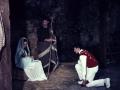 Dantzari txiki bailando a la Virgen María y Niño Jesús del Belén viviente