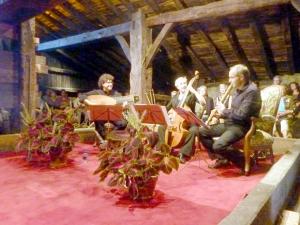 Concierto de música en el lagar del caserío Igartubeiti