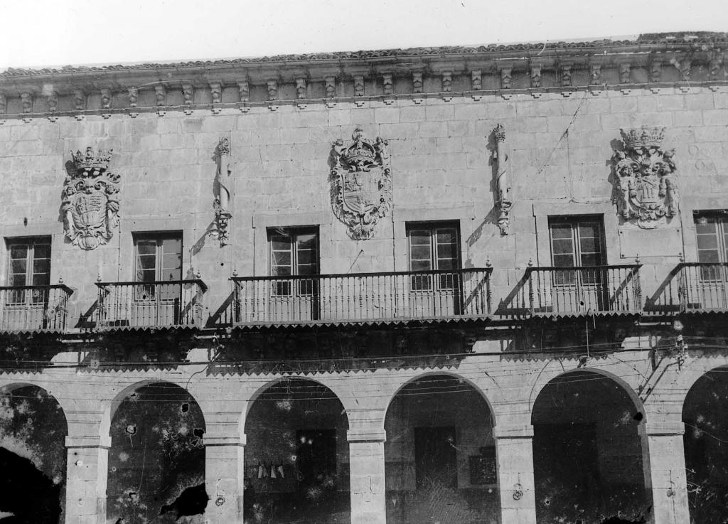 """""""Vergara. Casa consistorial con sus 3 escudos de armas"""""""