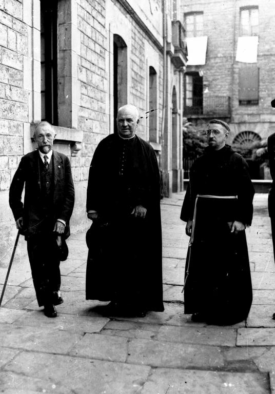 El antropólogo Telesforo de Aranzadi, junto a los folcloristas Resurreción María de Azcue y Aita Donostia