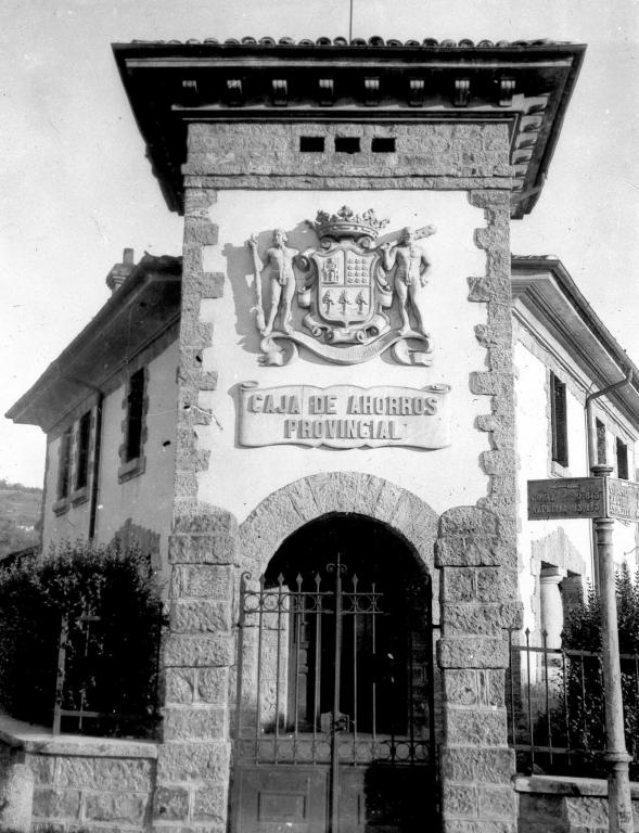 """""""Bidania. Escudo de Guipuzcua en la fachada de la Caja de Ahorros de Bidania"""""""