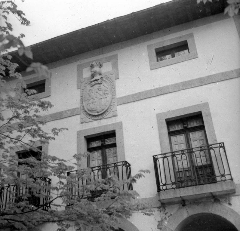 """Vidania. Escudo de armas de la Casa solar Lopetegui llamada de Iriarte"""