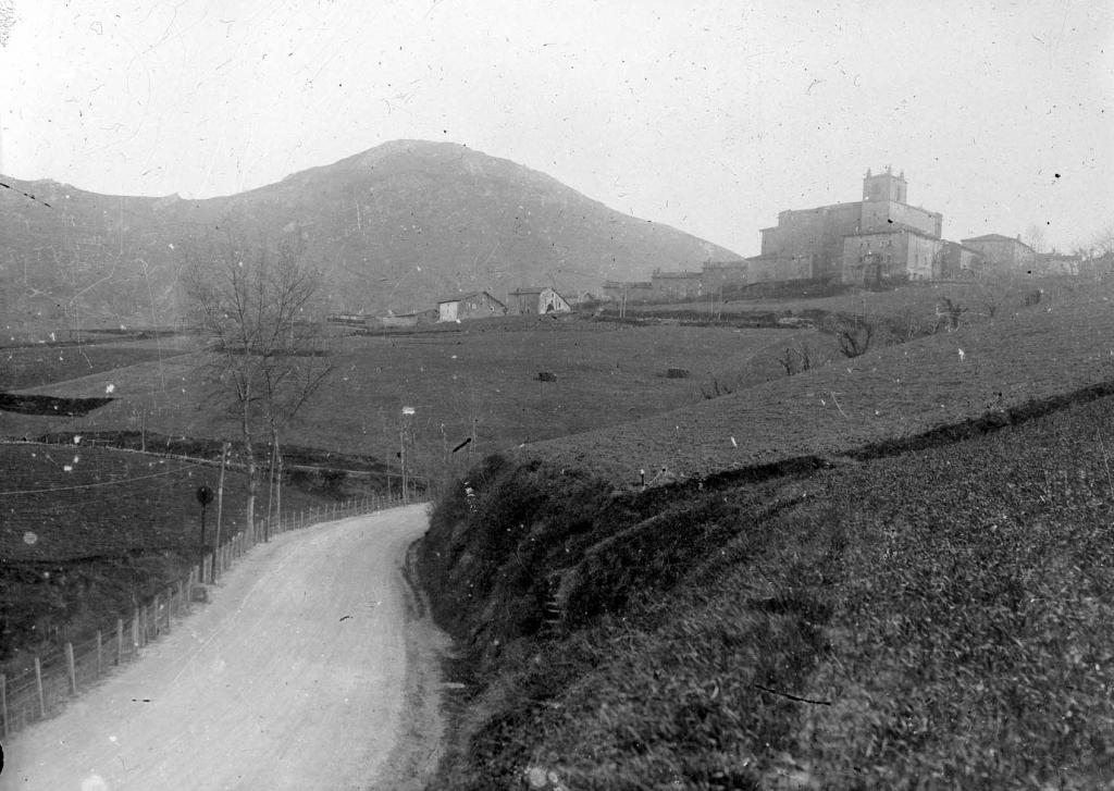Vista del monte Andutz desde Itziar