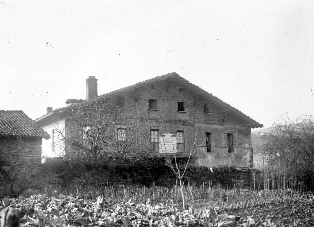 """""""Zubieta (S. Sebastian). La historica casa de Juntas de Zubieta"""""""