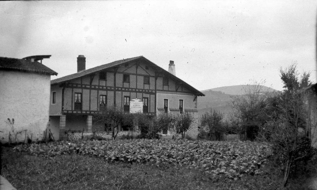 """""""Zubieta (S. Sebastian). El historico caserio. Casa de Juntas"""""""