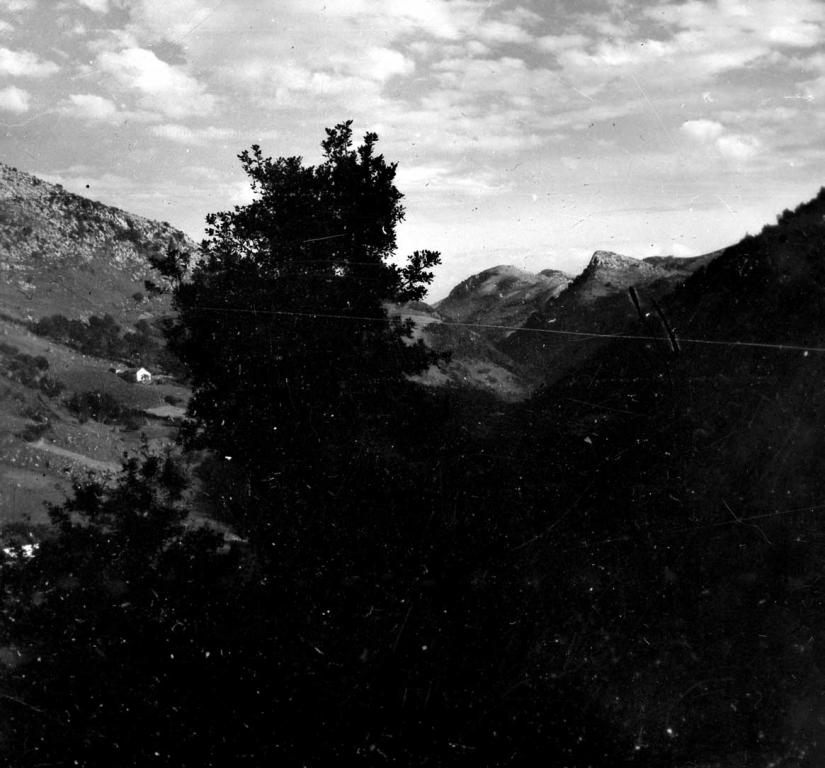 Vista de los montes Agido y Sesiarte (Izarraitz)