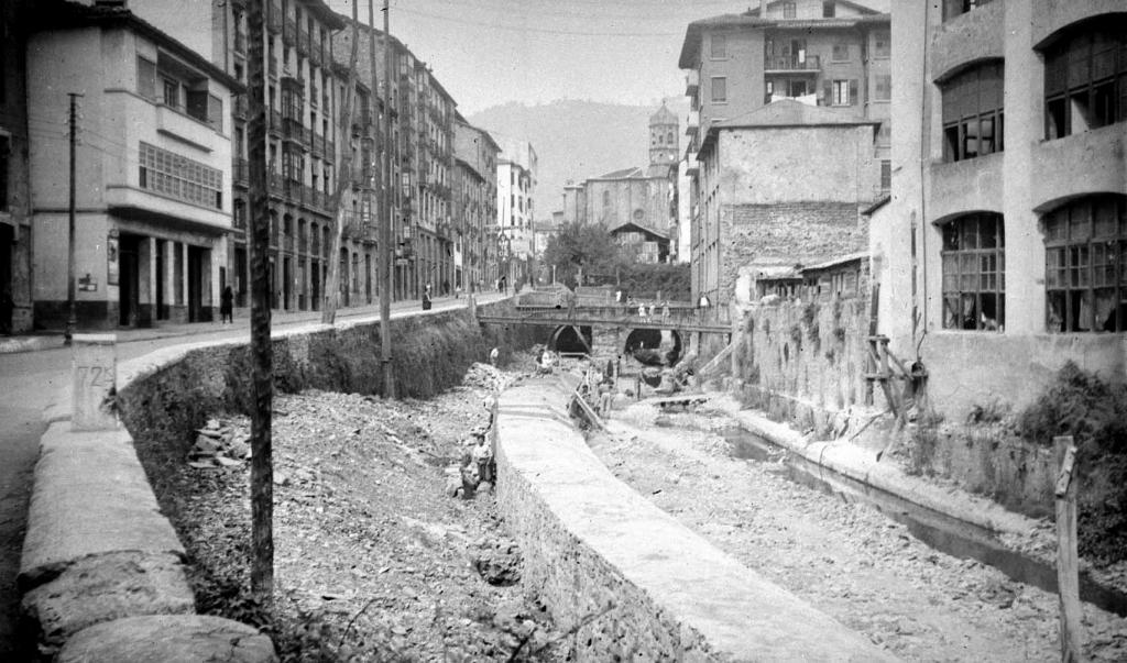 """""""Eibar. Cubrimiento del rio Ego, calle Bidebarrieta"""""""