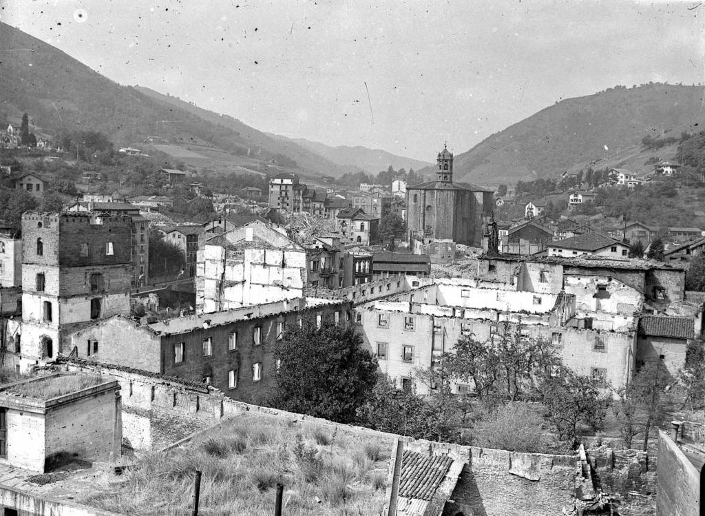 """""""Eibar. Vista parcial el primer termino el convento del RavaL"""""""