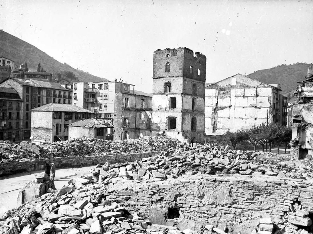 """""""Eibar. Calle Maria Angela y el Torreon de la Casa Zuloaga"""""""