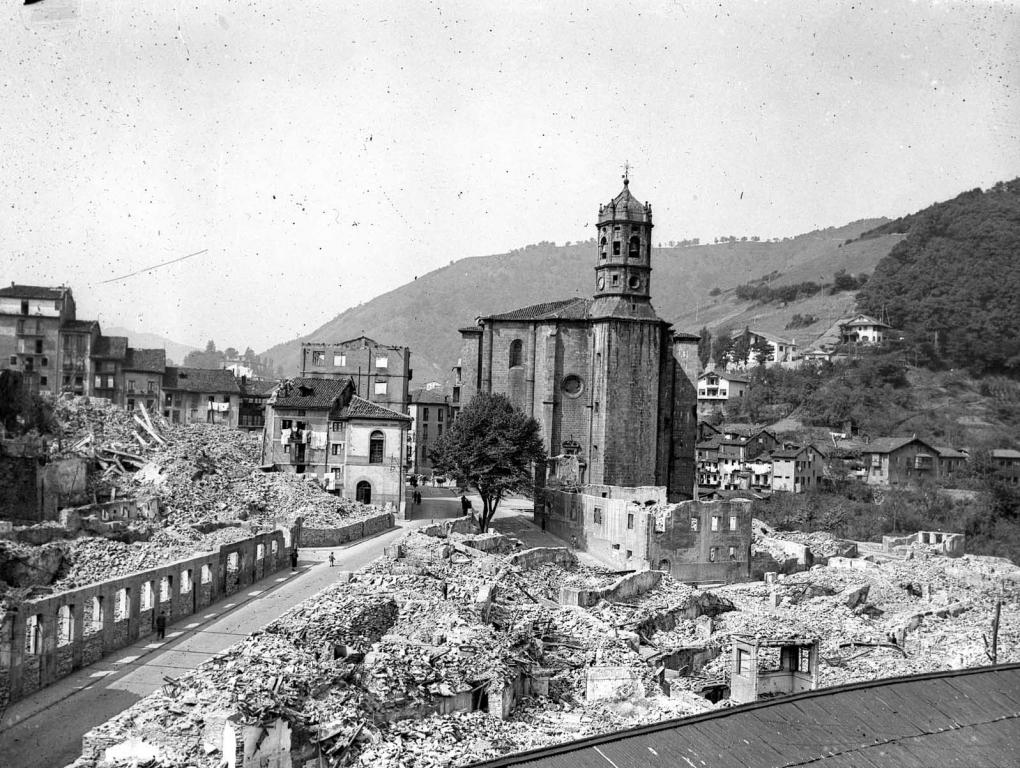 """""""Eibar. Vistas de Bidebarrieta y Barrencale"""""""