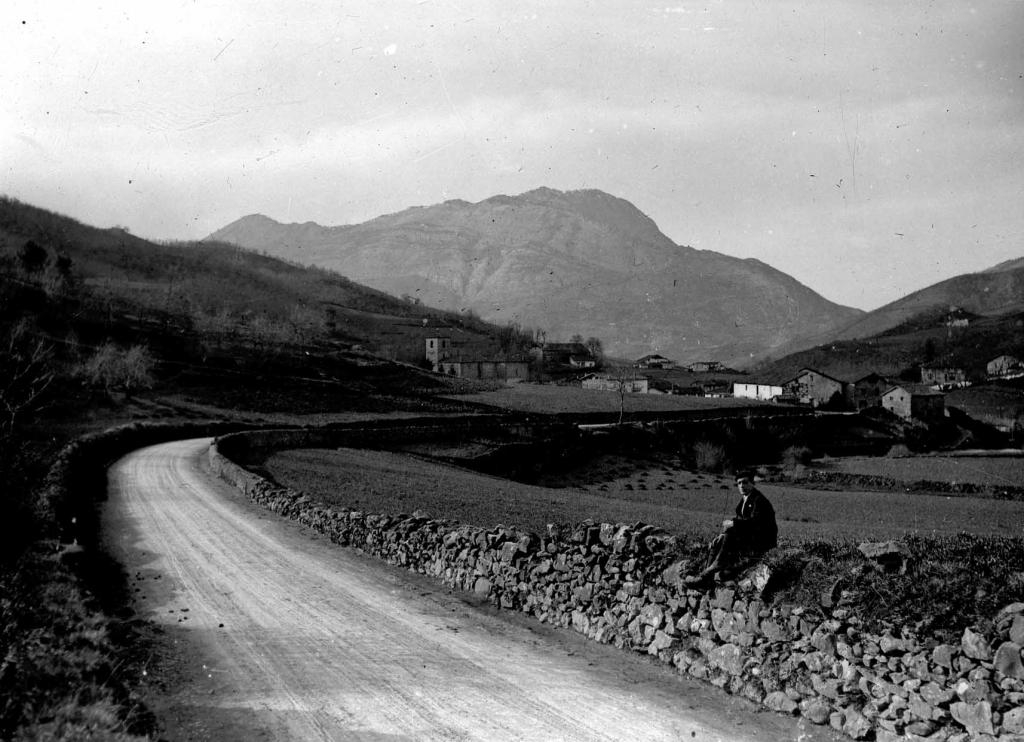 Vista del monte Izarraitz desde Urrestilla