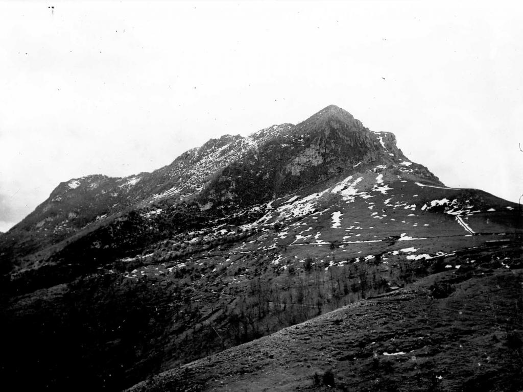 Vista del monte Ernio nevado desde Zelatun