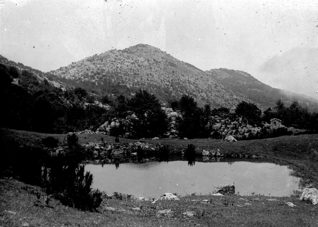 Vista del monte Arno con el lago Ormola