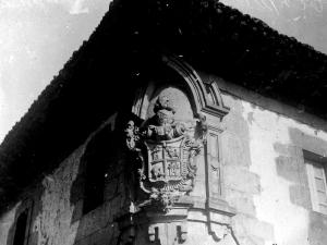 """""""Albistur. Escudo de armas en la fachada de la Casa Consistorial"""""""