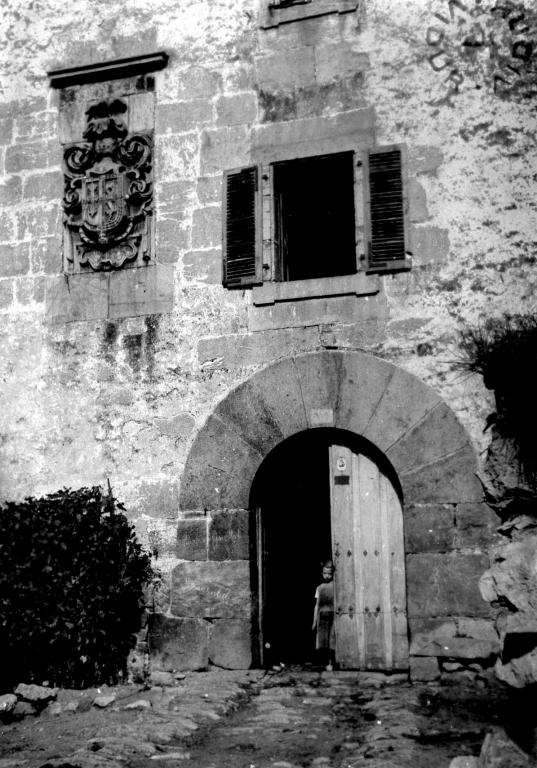 Alkiza. Alkizalete oinetxeko portalea.