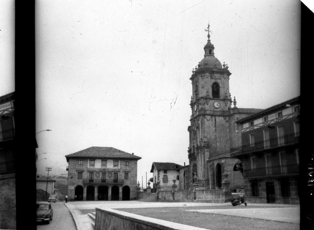 """""""Andoain. Casa Consistorial y la Iglesia Parroquial"""""""