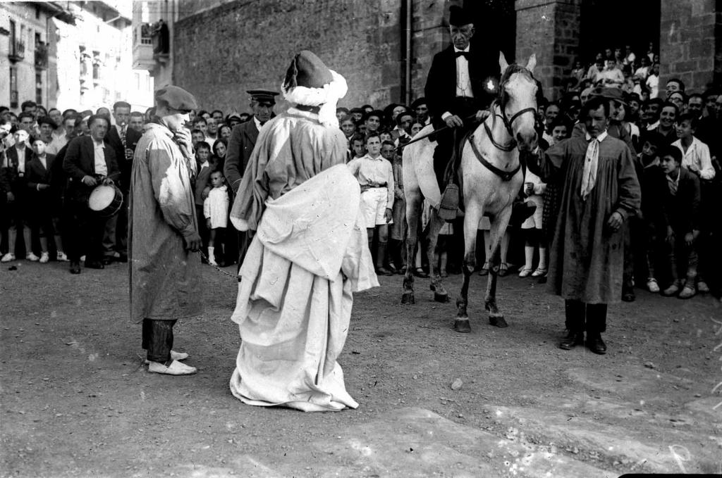 """""""Anzuola. Abderraman III de Cordoba prisionero en la conmemoracion de la batalla de Valdejunquera"""""""