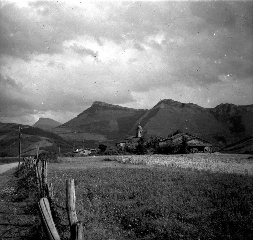 """""""Arechabaleta (Guipuzcua). Vista de Asatza, al fondo Aloña Orkatzategui y Ametzueta"""""""